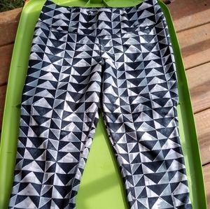 Women's Nike Dri-fit Geometric Capri Leggings Med